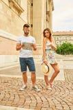 Jeunes couples de touristes Images stock