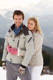 Jeunes couples des vacances de l'hiver Photos stock