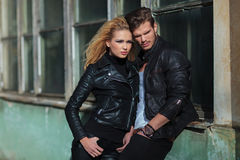 Jeunes couples dramatiques de mode Image stock