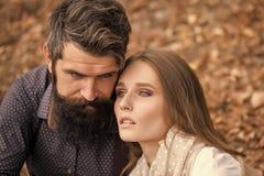 Jeunes couples en automne Images stock