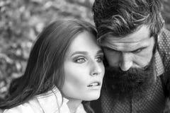 Jeunes couples en automne Photo stock