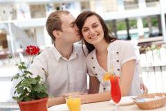 Jeunes couples en café Photo stock
