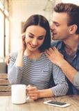 Jeunes couples en café Image libre de droits