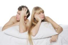 Jeunes couples en conflit photos libres de droits