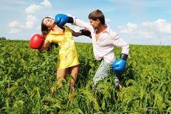 Jeunes couples en désaccord Image libre de droits