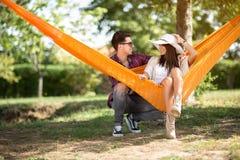Jeunes couples en nature Images libres de droits