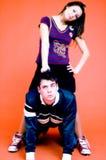 Jeunes couples espiègles photo stock