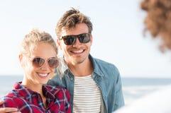 Jeunes couples extérieurs Photos libres de droits