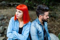 Jeunes couples fâchés image stock