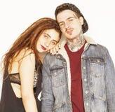 Jeunes couples faisant ensemble l'amour, étreignant type avec le tatouage, dreadlocks de port d'amie Concept moderne de style de  Photos stock