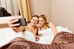 Couples faisant l amour dans le lit stock photos 145 images - Video d amour dans le lit ...