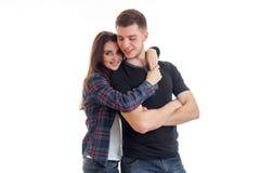 Jeunes couples gais dans le huggin et le sourire d'amour Images stock