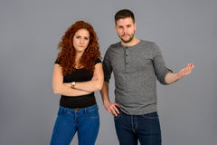 Jeunes couples gentils dans le studio Photos libres de droits