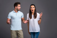 Jeunes couples gentils dans le studio Photos stock