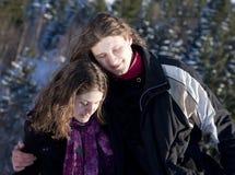 Jeunes couples heureux à l'extérieur Image stock