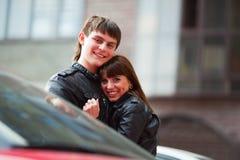 Jeunes couples heureux. Photo libre de droits