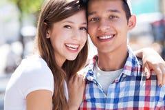 Jeunes couples heureux Photos libres de droits