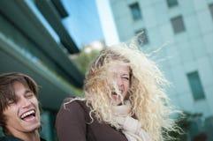 Jeunes couples heureux appréciant la durée Photo libre de droits