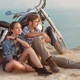 Jeunes couples heureux d'amour Photographie stock libre de droits