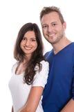 Jeunes couples heureux dans l'amour - d'isolement sur le blanc. Images libres de droits