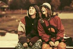 Jeunes couples heureux de mode extérieurs Photographie stock