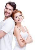 Jeunes couples heureux gais Images libres de droits