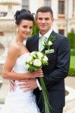Jeunes couples heureux mariés Photographie stock libre de droits