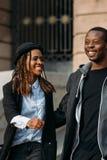 Jeunes couples joyeux Afro-américain heureux photographie stock