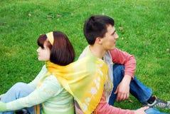 Jeunes couples l'amour et en ayant. Image stock