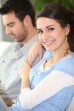 Jeunes couples à la maison Photo stock