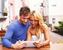 Jeunes couples élégants Image stock