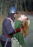 Jeunes couples médiévaux Images libres de droits