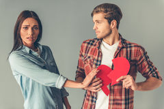 Jeunes couples malheureux Photos stock