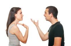 Jeunes couples malheureux ayant un argument Images stock
