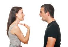 Jeunes couples malheureux ayant un argument Photographie stock