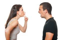 Jeunes couples malheureux ayant un argument Images libres de droits