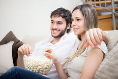 Couples observant un film Photo stock
