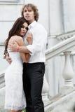 Jeunes couples marchant dans la vieille partie de la ville Images libres de droits