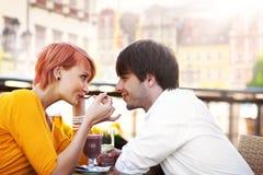 Jeunes couples mignons photo stock