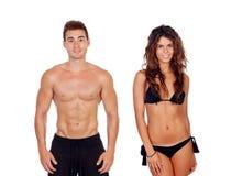 Jeunes couples montrant leurs corps parfaits photos libres de droits