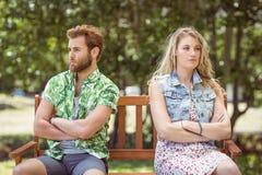 Jeunes couples ne parlant pas après argument photos libres de droits