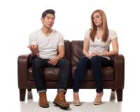 Jeunes couples occasionnels Image libre de droits