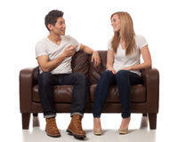 Jeunes couples occasionnels Photos libres de droits