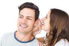Jeunes couples partageant un secret Photos stock