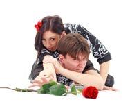 Jeunes couples passionnés image libre de droits
