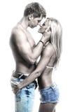 Jeunes couples passionnés dans l'amour sur l'obscurité Image libre de droits