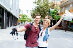 Jeunes couples posant pour une photo Photos stock