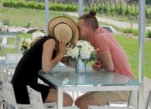 Jeunes couples romantiques Images stock