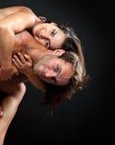 Jeunes couples romantiques ayant l'amusement Image stock