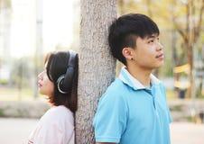 Jeunes couples romantiques dans l'amour Photo stock